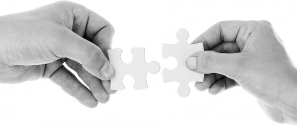 hands_holding_jigsaw_202588